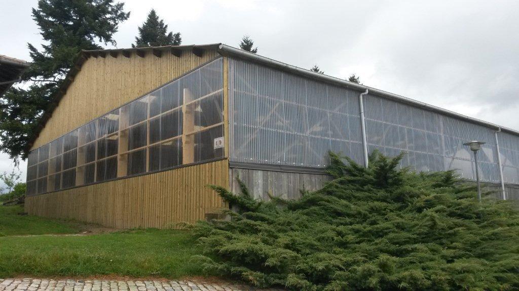 bardage transparent rev tements modernes du toit. Black Bedroom Furniture Sets. Home Design Ideas